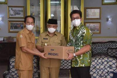 Bupati Malang Didampingi Kadinkes Terima Bantuan Dari PT Agro Mitra Alimentare