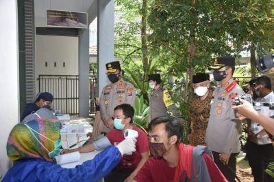Kapolda Jatim Tinjau Vaksinasi Pengurus Cabang Nadhatul Ulama Kabupaten Malang